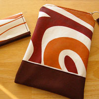 Oh-so-mod Wristlet Pouch